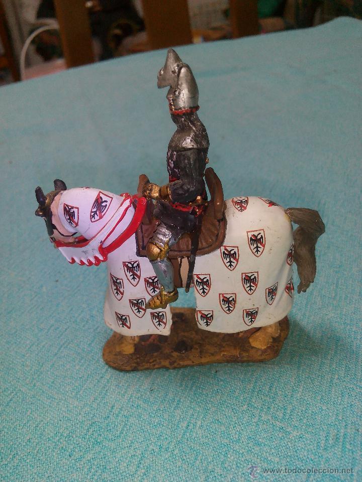 Juguetes Antiguos: Soldado de plomo a caballo. bertrand du guesclim,ver 1370.Ediciones del Prado. - Foto 2 - 155824022