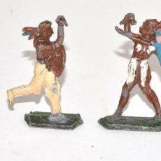 Juguetes Antiguos: LOTE DE 4 INDIOS DE PLOMO DE MEDIO BULTO A CABALLO, ORIGINALES, CIRCA 1930, HEINRICHSEN. Lote 62439704