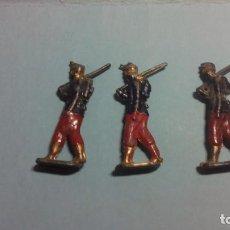 Juguetes Antiguos: LOTE DE 3 SOLDADOS DE PLOMO PLANOS MUY ANTIGUOS. Lote 135342199