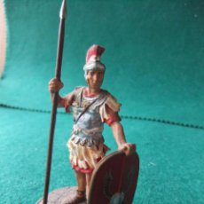 Juguetes Antiguos: ANTIGUA FIGURA DE PLOMO PINTADA 54 MM LEGIONARIO ROMANO. Lote 76521175