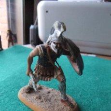 Juguetes Antiguos: ANTIGUA FIGURA DE PLOMO PINTADA 54 MM GUERRERO GRIEGO. Lote 76526055
