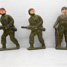 Juguetes Antiguos: 1. VINTAGE LOT OF 3 LEAD SOLDIERS FIGURE 2WW BRITAINS BARCLAY MANOIL SOLDADITOS. Lote 80625794
