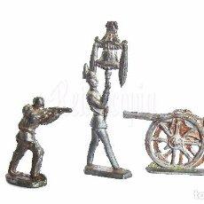 Juguetes Antiguos: LOTE 3 SOLDADOS SOLDADITOS DE PLOMO Y CAÑÓN. AÑOS 40. Lote 93796935