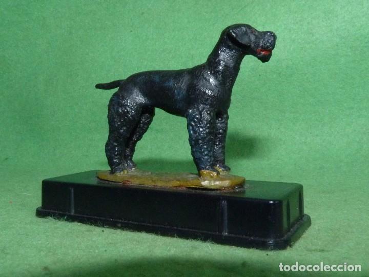 Juguetes Antiguos: Rarisima figura plomo perro Terrier Gales caza miniploms Alymer años 70 cazador soldado plomo - Foto 2 - 94116145