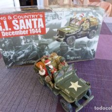 Juguetes Antiguos: KING & COUNTRY-1/30-XM005-01 JEEP SPECIAL SANTA CLAUS IN BOX-RETIRED. . Lote 95959287