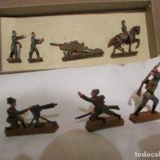 Juguetes Antiguos: ANTIGUA CAJA SOLDADITOS DE PLOMO CAÑON METRALLETA Y SOLDADOS. Lote 100241543