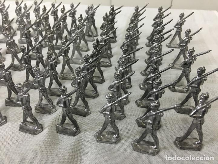 Juguetes Antiguos: Batallón de soldados de plomo antiguos - Foto 2 - 104316236