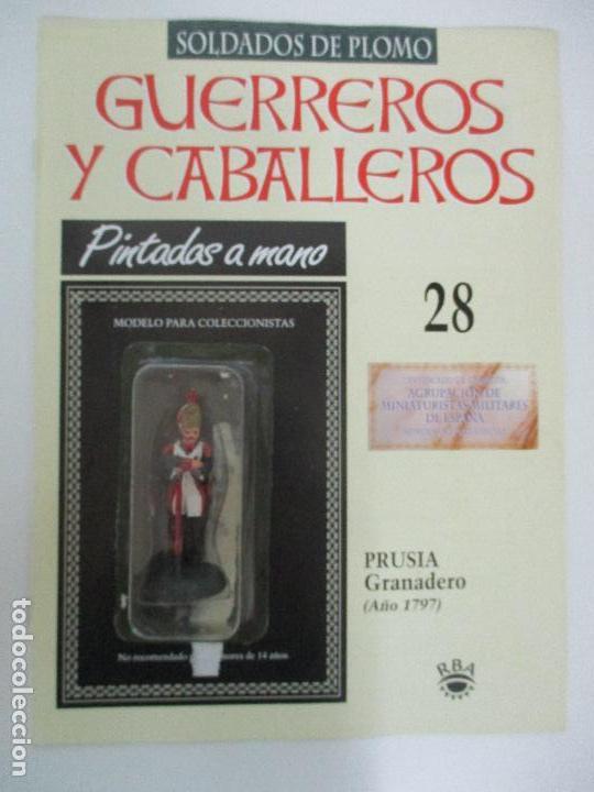 SOLDADOS DE PLOMO - GUERREROS Y CABALLEROS - R.B.A. Nº 28 - PRUSIA GRANADERO - CON FASCÍCULO (Juguetes - Soldaditos - Soldaditos de plomo)
