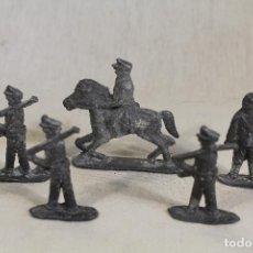 Juguetes Antiguos: 5 SOLDADOS DE PLOMO. Lote 111844667