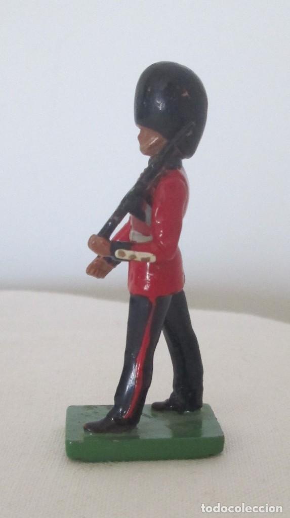 Juguetes Antiguos: Soldado, guardia. WBritain, fabricación inglesa - Foto 2 - 113493055