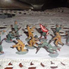 Juguetes Antiguos: 20 SOLDADITOS DE PLOMO, LOS BRAZOS SON MOVIBLES, ANTIGUOS, FALTOS DE LA PINTURA ORIGINAL 3 CTMS. C/U. Lote 122103403
