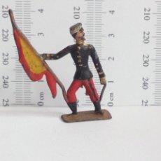 Juguetes Antiguos: ORTELLI SOLDADO DE PLOMO ESPAÑOL CON BANDERA RARO SEMIPLANO ABANDERADO. Lote 122177135