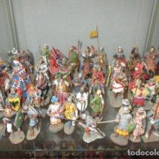 Juguetes Antiguos: GRAN LOTE DE DE 38 SOLDADOS DE PLOMO. 18 CABALLEROS CON CABALLO Y 20 GUERREROS EN PIE.. Lote 127560995