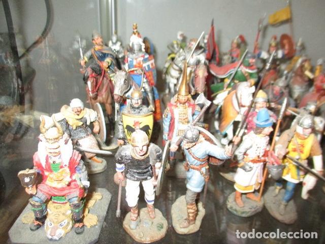 Juguetes Antiguos: Gran lote de de 38 soldados de plomo. 18 caballeros con caballo y 20 guerreros en pie. - Foto 2 - 127560995
