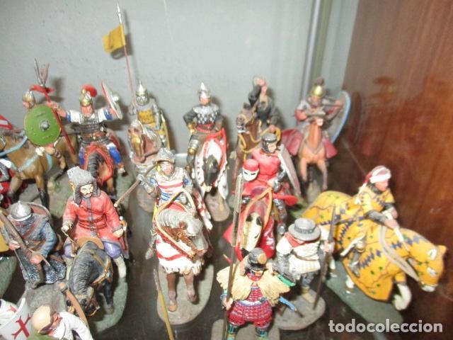 Juguetes Antiguos: Gran lote de de 38 soldados de plomo. 18 caballeros con caballo y 20 guerreros en pie. - Foto 4 - 127560995