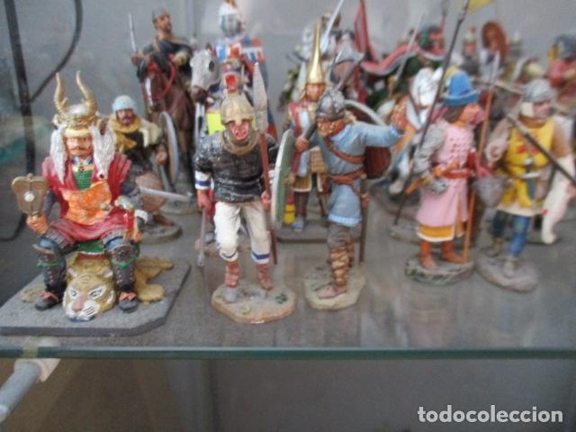 Juguetes Antiguos: Gran lote de de 38 soldados de plomo. 18 caballeros con caballo y 20 guerreros en pie. - Foto 7 - 127560995