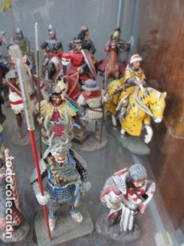 Juguetes Antiguos: Gran lote de de 38 soldados de plomo. 18 caballeros con caballo y 20 guerreros en pie. - Foto 9 - 127560995