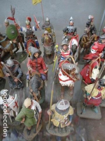 Juguetes Antiguos: Gran lote de de 38 soldados de plomo. 18 caballeros con caballo y 20 guerreros en pie. - Foto 10 - 127560995
