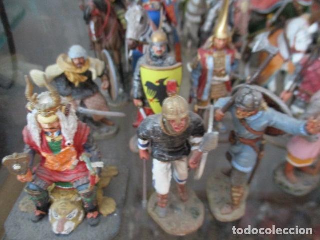 Juguetes Antiguos: Gran lote de de 38 soldados de plomo. 18 caballeros con caballo y 20 guerreros en pie. - Foto 12 - 127560995