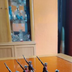 Juguetes Antiguos: MUY ANTIGUOS GUARDIAS CIVILES DE PLOMO.BRAZO ARTICULADO SIN LIMPIAR. Lote 132072918