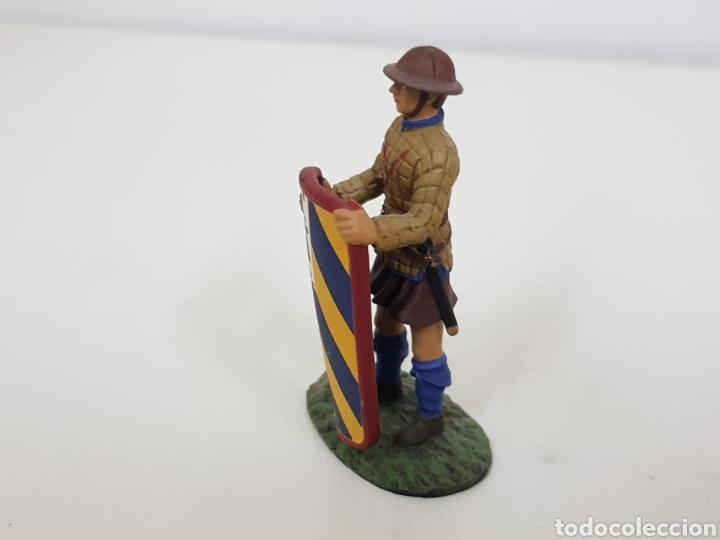 Juguetes Antiguos: Pavesero borgoñon año 1424 soldado de plomo con escudo - Foto 2 - 134292389