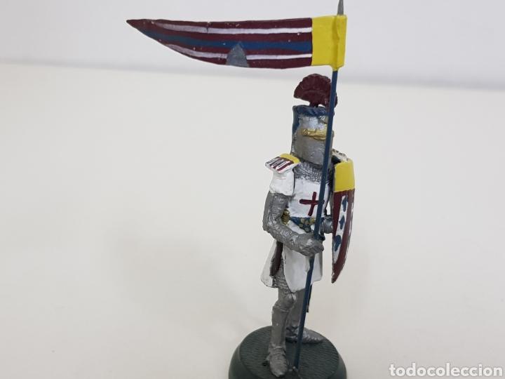 Juguetes Antiguos: Caballero cruzado francés con escudo y estandarte soldado de plomo al mirar Almirall - Foto 3 - 134294167