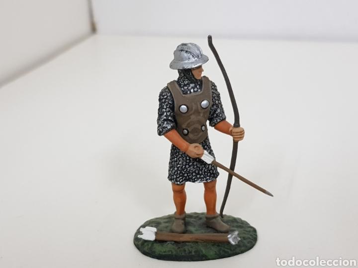 Juguetes Antiguos: Soldado de plomo arquero inglés con arco y flechas - Foto 2 - 134295778