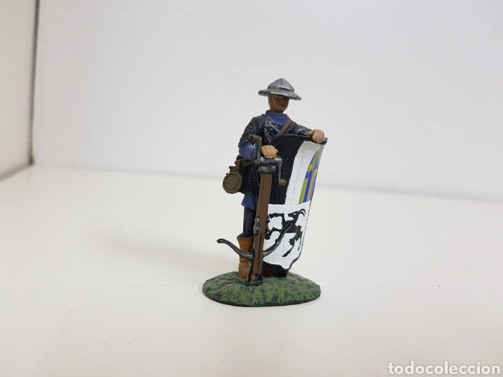 Juguetes Antiguos: Ballesteros suizo año 1323 soldado de plomo con escudo ballesta - Foto 2 - 134296502