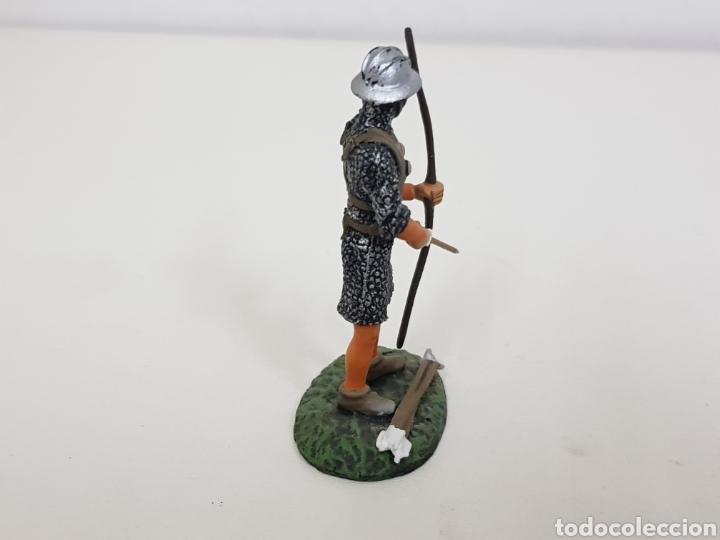 Juguetes Antiguos: Arquero inglés soldado de plomo con arco y flecha - Foto 2 - 134296757