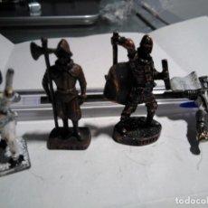 Juguetes Antiguos: 4 SOLDADITOS DE PLOMO DIVRESOS: MEDIEVALES, GRIEGO, SUIZO (SUIZO Y GRIEGO CON REFERENCIA, METÁLICOS,. Lote 144574010
