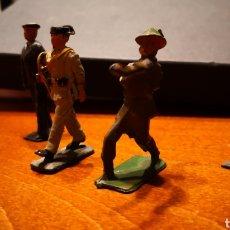 Juguetes Antiguos: 5 SOLDADOS DISTINTOS EJÉRCITOS. Lote 145657310