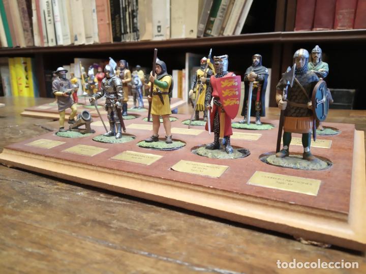 Juguetes Antiguos: LOTE DE 30 SOLDADOS DE PLOMO MEDIEVALES - EN SUS PEANAS DE MADERA - ALTAYA - - Foto 3 - 150128254