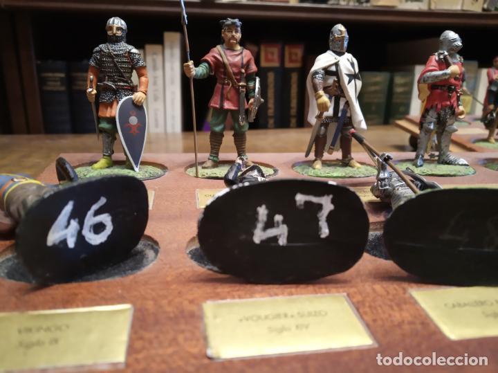 Juguetes Antiguos: LOTE DE 30 SOLDADOS DE PLOMO MEDIEVALES - EN SUS PEANAS DE MADERA - ALTAYA - - Foto 9 - 150128254