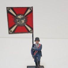 Juguetes Antiguos: ABANDERADO NAZI ALEMÁN FLAKARTILLERIE MARCA SOLDAT ALEMANIA 1939-45. Lote 150364133
