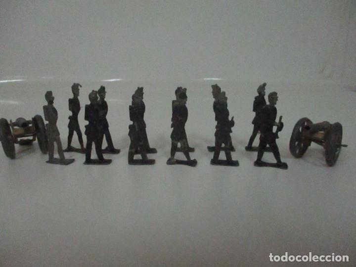 Juguetes Antiguos: 12 Soldados de Plomo Alfonsinos, Artillería - 2 Cañones - Cañón de Plomo - Capell - Años 20-30 - Foto 3 - 150762246