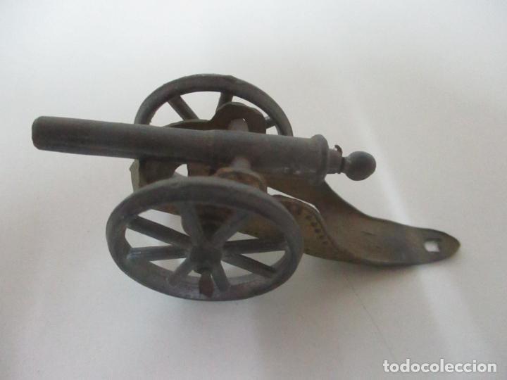 Juguetes Antiguos: 12 Soldados de Plomo Alfonsinos, Artillería - 2 Cañones - Cañón de Plomo - Capell - Años 20-30 - Foto 6 - 150762246