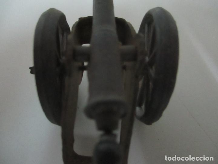 Juguetes Antiguos: 12 Soldados de Plomo Alfonsinos, Artillería - 2 Cañones - Cañón de Plomo - Capell - Años 20-30 - Foto 8 - 150762246