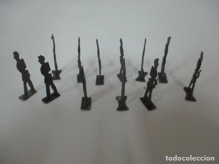 Juguetes Antiguos: 12 Soldados de Plomo Alfonsinos, Artillería - 2 Cañones - Cañón de Plomo - Capell - Años 20-30 - Foto 18 - 150762246
