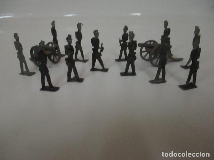 Juguetes Antiguos: 12 Soldados de Plomo Alfonsinos, Artillería - 2 Cañones - Cañón de Plomo - Capell - Años 20-30 - Foto 23 - 150762246