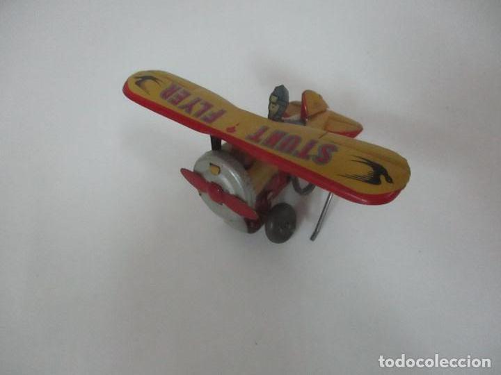 Juguetes Antiguos: Precioso y Raro Avión, Stunt Flyer- Hojalata Litografiada - Marca Suzuki - Made in Mark - Años 40-50 - Foto 5 - 151354206