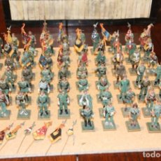 Juguetes Antiguos: 65 SOLDADOS DE PLOMO CON Y SIN BANDERAS DE LA LEGIÓN ESPAÑOLA TAMAÑO 6,5 CM. . Lote 151634122