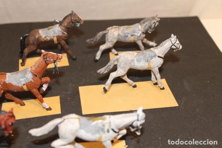 Juguetes Antiguos: 8 CABALLOS DE PLOMO PINTADO A MANO AÑOS 40, - Foto 4 - 152325114