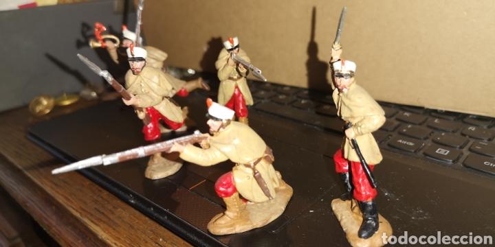 Juguetes Antiguos: Conjunto de 5 soldados de plomo representando a tropas españolas en la guerra de África - Foto 2 - 153306421