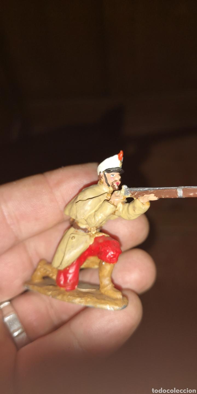 Juguetes Antiguos: Conjunto de 5 soldados de plomo representando a tropas españolas en la guerra de África - Foto 11 - 153306421