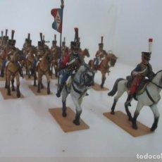 Juguetes Antiguos: 14 SOLDADOS DE PLOMO - SOLADOS A CABALLO, ABANDERADO, TROMPETA - HUSARES - PINTADOS A MANO. Lote 153618198