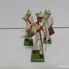 Juguetes Antiguos: BANDA DE TAMBORES Y CORNETAS.CINCO SOLDADOS DE PLOMO BRITAINS.BRITAIN. Lote 153869418