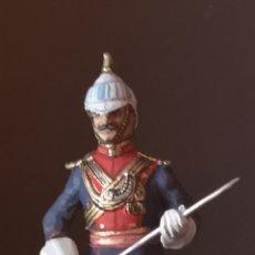 Juguetes Antiguos: SOLDADO DE PLOMO PINTADO ARTESANALMENTE REPRESENTANDO OFICIAL DE LANCEROS DE LA INDIA. Lote 155879512