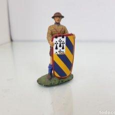 Juguetes Antiguos: SOLDADO DE PLOMO CON ESCUDO CABECERO BORGOÑA 1424. Lote 156052012