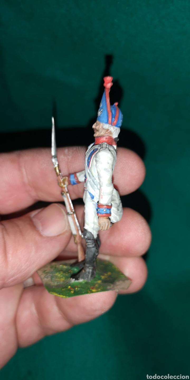 Juguetes Antiguos: Soldado de plomo pintada artesanalmente regimiento de Navarra fusilero 1800 RAMON LABAYEN - Foto 2 - 160503210