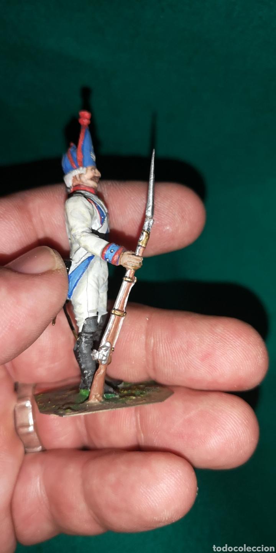Juguetes Antiguos: Soldado de plomo pintada artesanalmente regimiento de Navarra fusilero 1800 RAMON LABAYEN - Foto 4 - 160503210